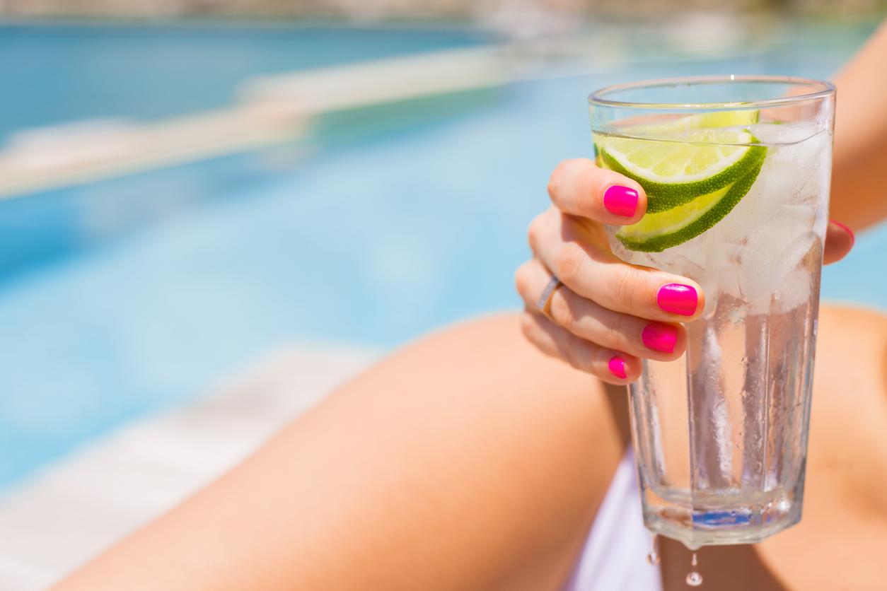 lime-flavoured-water-dehydration-symptoms.jpg